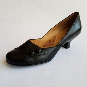 "Sofft size 8M leather pump 2"" heel in bladk"